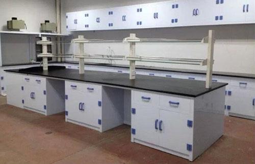 PP实验台一般用瓷白色PP板制作而成,瓷白色PP板,美观大方。